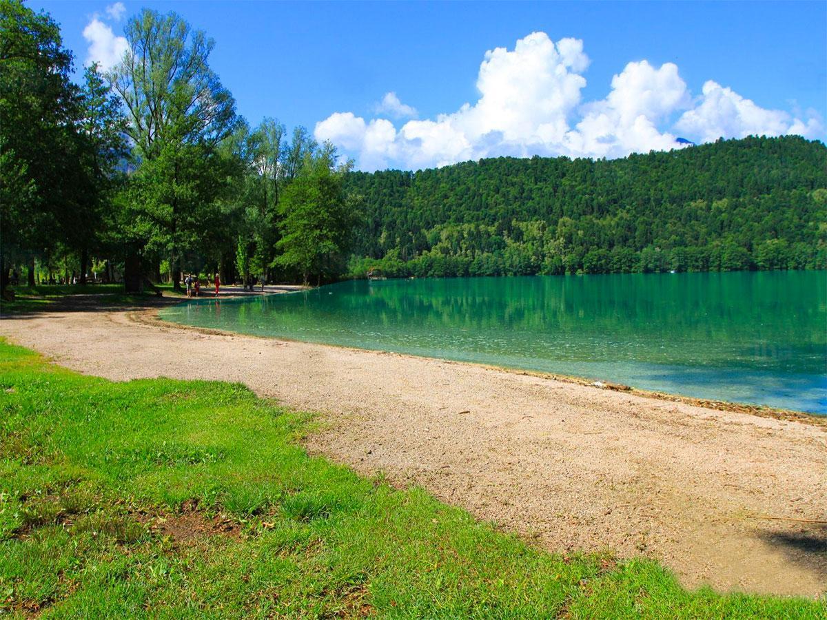 strand lago di levico